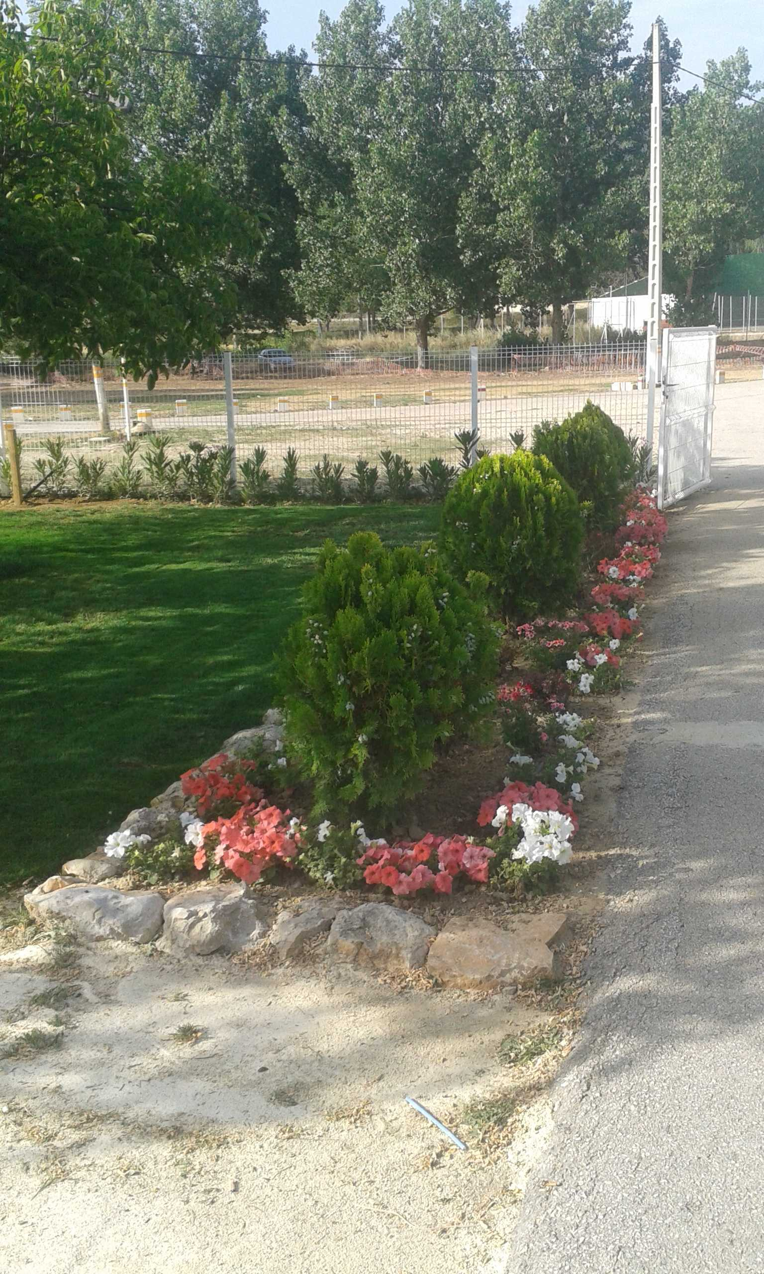 """Jardín privado. Albergue """"Casa Grande"""" (Utiel)"""