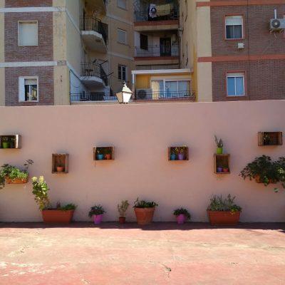 Jardín de plantas aromáticas en centro escolar